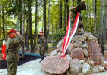Памятник бандиту в Польше picture