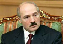 Лукашенко ведет игру на двух досках picture