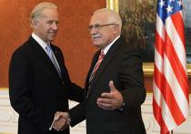 Президент Чехии Вацлав Клаус и вице-президент США Джозеф Байден на встрече в Праге