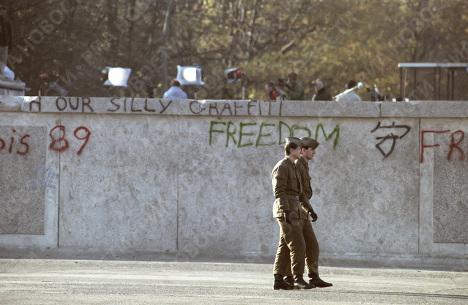 Пограннаряд у Берлинской стены