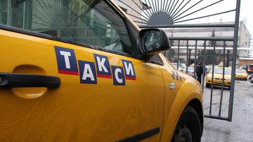 Акция протеста водителей одной из московских таксомоторных кампаний