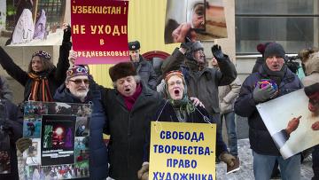 Пикет против гонений на Умиду Ахмедову прошел в Москве
