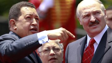 Уго Чавес встречает Александра Лукашенко в аэропорту «Симон Боливар»