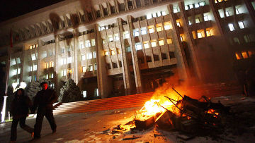 Погром в здании правительства, захваченного силами оппозиции