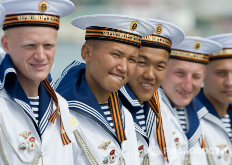 """Моряки ракетного крейсера """"Москва"""""""