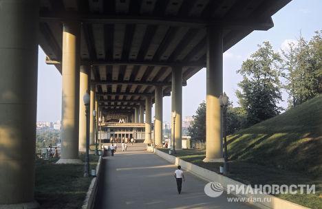 """Вход на станцию """"Ленинские горы"""""""
