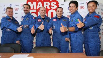 Участники экипажа 520-суточного эксперимента