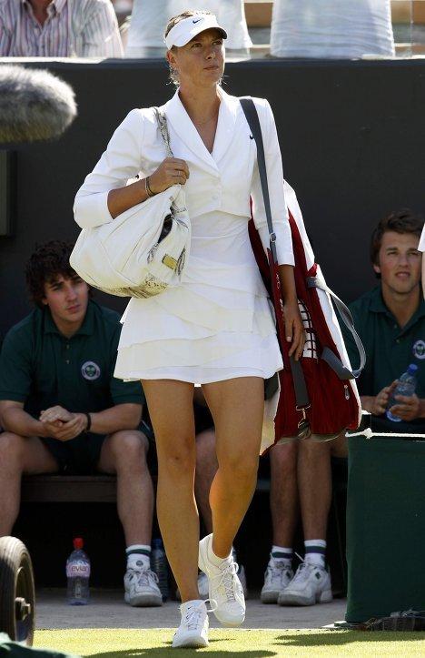 одна из самых громких теннисисток современности - это все Мария Шарапова