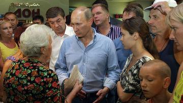 Владимир Путин общается с погорельцами в Воронеже