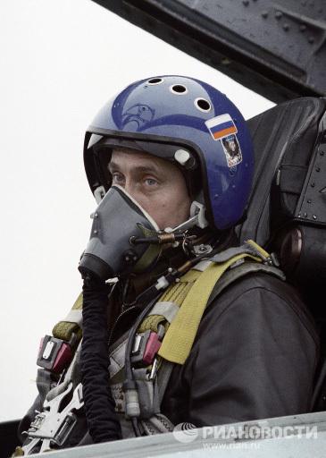 Владимир Путин в кабине истребителя СУ-27