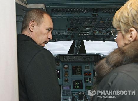 В.Путин осмотрел новый самолет Ту-214 в Санкт-Петербурге