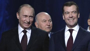 Чтобы не дать Медведеву контролировать столицу, Лужков ищет помощи у Путина