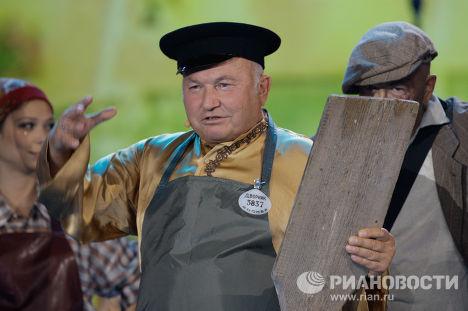 Мэр Москвы Юрий Лужков и певец Александр Розенбаум