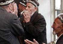 Жители города Ош во время голосования