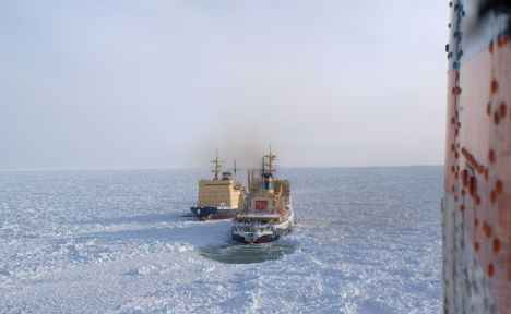 Ледоколы в Охотском море выводят из ледового плена суда