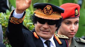 Каддафи в сопровождение телохранительниц