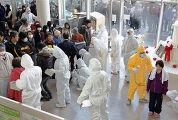 все эвакуированные из аварийной зоны и жители близлежащих городов подвергаются проверке на уровень радиации