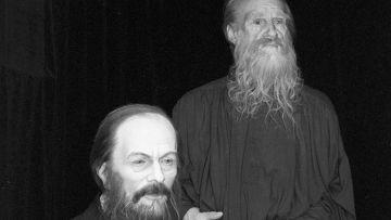 Фигуры Ф. М. Достоевского и Л. Н. Толстого