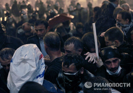 Разгон митинга оппозиции на проспекте Руставели в Тбилиси