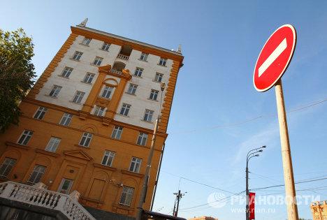 Здание американского посольства в Москве