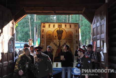 Крестный ход в память об убийстве семьи императора Николая II