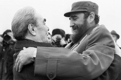 Л.И.Брежнев и Фидель Кастро в аэропорту Внуково