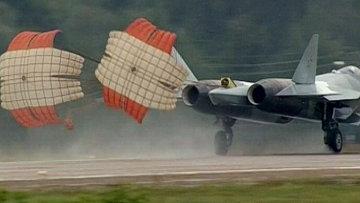 "Истребитель Т-50 совершил аварийную посадку на авиасалоне ""МАКС-2011"""