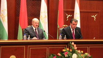 Президенты Эмомали Рахмон и Алексендр Лукашенко начали встрече один на один в пятницу в Душанбе