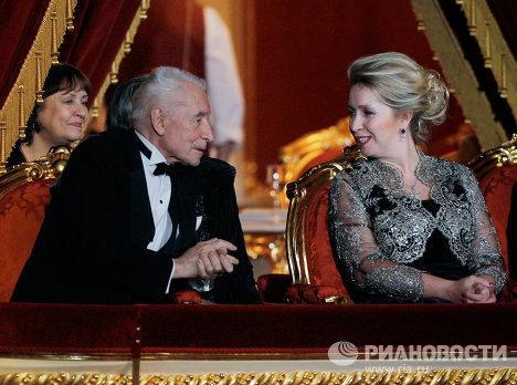 Супруга президента РФ С. Медведева и балетмейстер Ю. Григорович перед началом торжественного гала-концерта