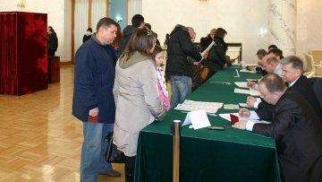 Голосование на выборах в Госдуму ФС РФ на избирательном участке в посольстве РФ В КНР (Пекин)