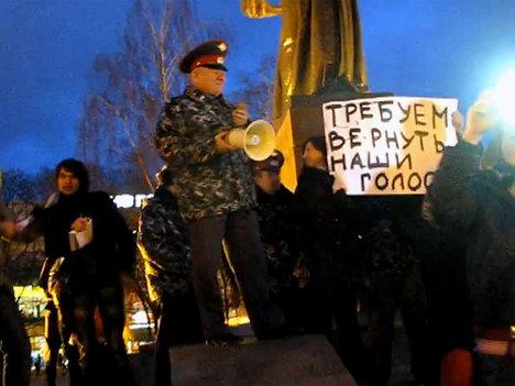 """Митинг оппозиции прошел у """"Родины-Матери"""" в Калининграде"""