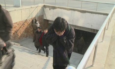 Женщина скорбит о смерти Ким Чен Ира на одной из улиц Пхеньяна