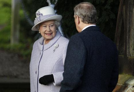 Королева Великобритании Елизавета II и принц Эдвард прибыли на рождественскую службу в церковь Святой Марии Магдалины