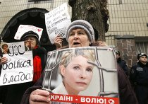 Сторонники Тимошенко штурмуют здание Апелляционного суда в Киеве