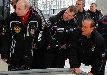 Посещение Д. Медведевым и В. Путиным санно-бобслейной трассы