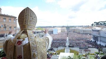 Папа Бенедикт XVI во время празднования Пасхи в Ватикане