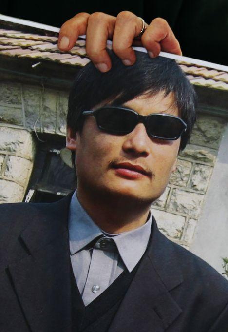 Чэнь Гуанчэн, слепой адвокат-самоучка