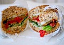 Сэндвич с овощами и сыром