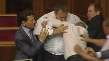 Украинские депутаты подрались из-за русского языка на заседании Рады