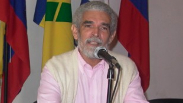 Алекс Паусидес, президент Союза писателей и деятелей искусств Кубы