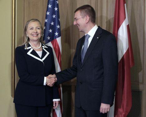 Хиллари Клинтон и Эдгарс Ринкевичс