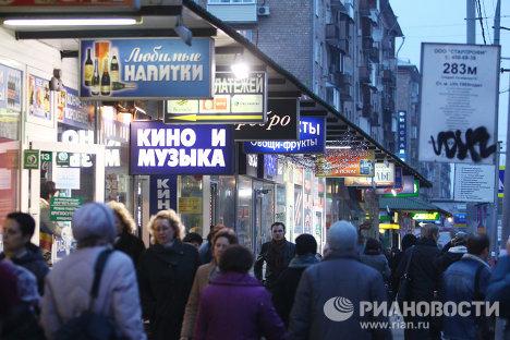 Торговые палатки и уличная реклама в Москве