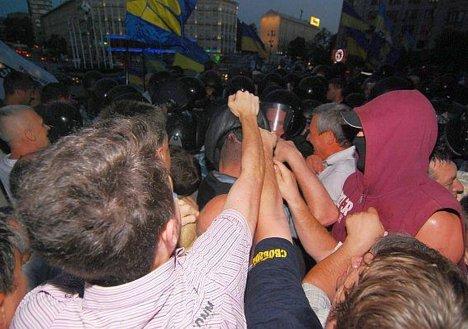 Cтолкновение противников закона о языках в Украине с милицией