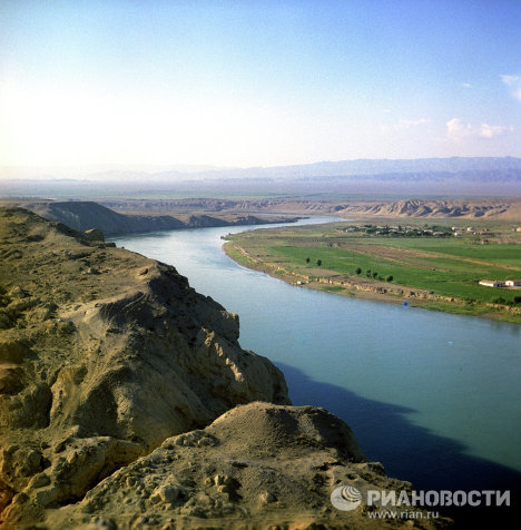 Река Сырдарья в районе города Ленинабада