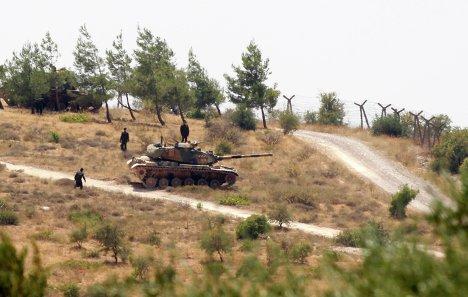 Турция проводит танковые учения вблизи границы с Сирией