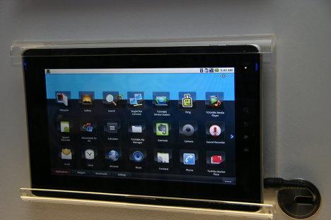 Веб-планшет на базе Android 2.2 Toshiba Folio 100