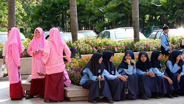 Школьницы из мусульманских семей на экскурсии