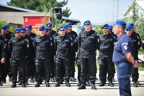 Cотрудники миссии ЕС в Косово