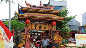 У самого старого китайского храма Джакарты