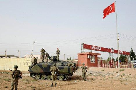 Турецкие солдаты на границе с Сирией